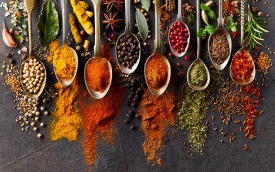 Hierbas aromáticas y condimentos para cocinar