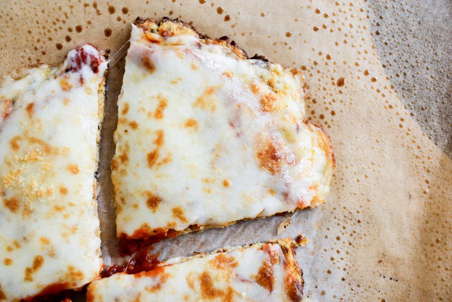 pizza de coliflor keto