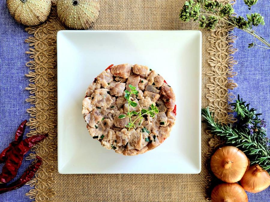 tartar de atun, pimientos y arroz negro